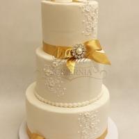 tort weselny z broszkami