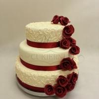 tort weselny bordowy